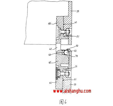 图6是本实用新型一种用于置放骨灰盒的组合柜的改良结构中的铰链在柜门开启状态下的剖面示意图。